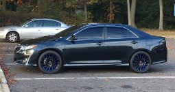 2014 TOYOTA CAMRY SE ON 20's